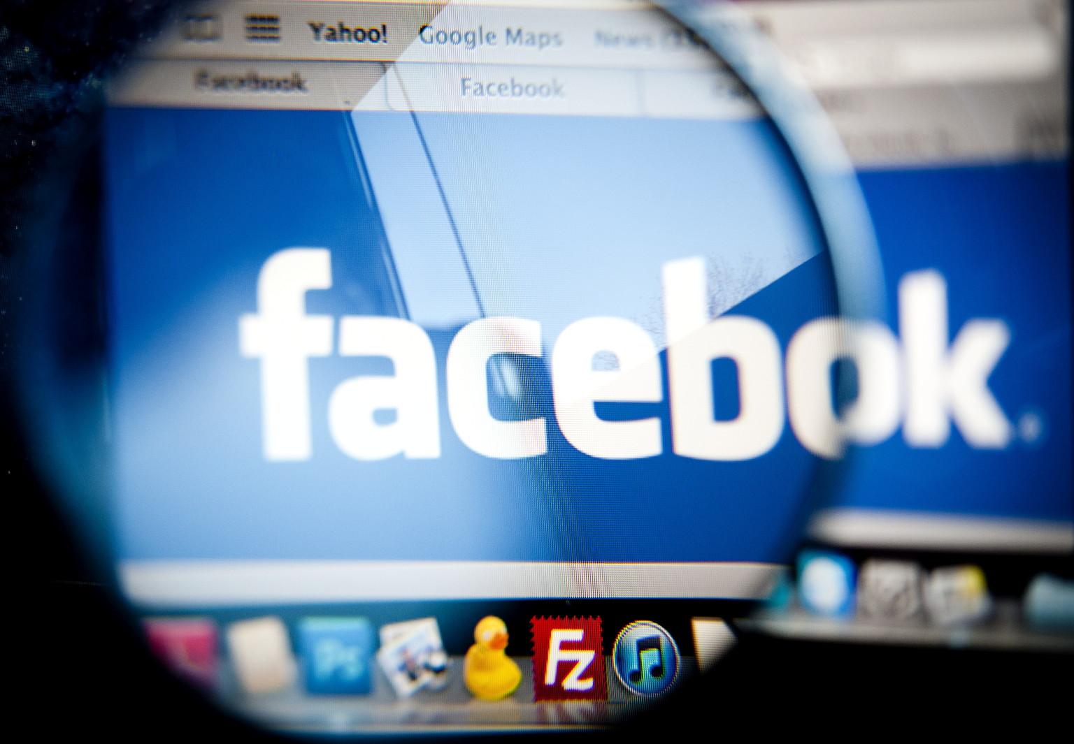 """ARCHIV: Das Logo von Facebook ist in Berlin fuer eine Fotoillustration auf einem Laptopbildschirm zu sehen (Foto vom 01.02.12). Facebook geht gegen gefaelschte Profile vor. Das soziale Netzwerk begann, eine Vielzahl von Profilen zu loeschen, die das Unternehmen als unecht einstuft, berichtet das Technologieblog """"TechCrunch"""". Facebook selbst schaetzt die Zahl der unechten Eintraege auf mehr als 80 Millionen. Dazu zaehlt Facebook Profile, die doppelt oder falsch angelegt wurden. Auch Nutzerprofile, die allein zum Verschicken von Spam-Nachrichten benutzt werden, sind unerwuenscht. (zu dapd-Text) Foto: Timur Emek/dapd"""